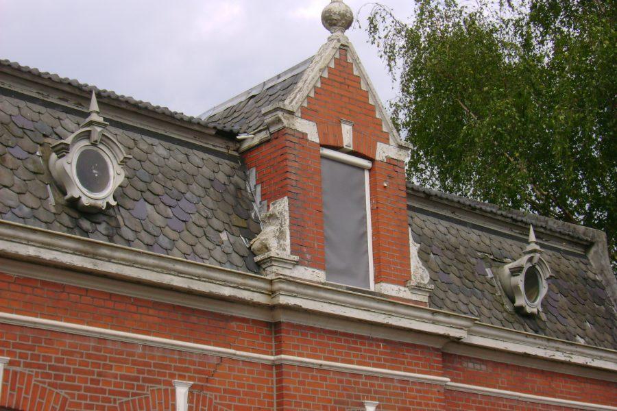 Oeil de Boeuf op een pand in Gilze, Noord-Brabant, omstreeks 1900.